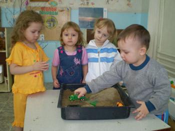 знакомим детей с профессиями в доу