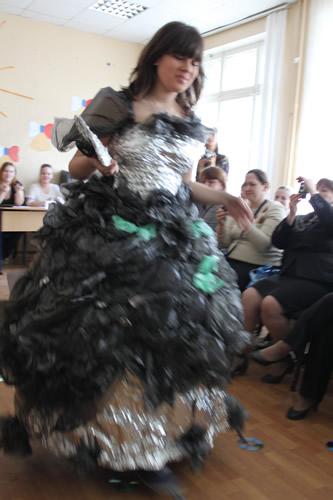 Ч рные вечерние платья из мусорных пакетов - Модадром 40cdc3f5138